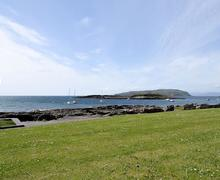 Snaptrip - Last minute cottages - Excellent All Isle Of Cumbrae Apartment S81573 -
