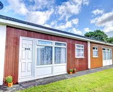 Snaptrip - Last minute cottages - Wonderful Dartmouth Lodge S81660 -