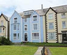 Snaptrip - Last minute cottages - Cosy Llanfairfechan Cottage S81829 -