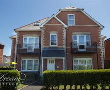 Snaptrip - Last minute cottages - Cosy Weymouth Apartment S81870 - Dream Cottage Marina Reach 617-1012