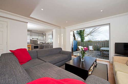 Snaptrip - Last minute cottages - Luxury Yarmouth Square S1513 - Living area with uninterrupted views