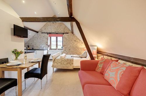 Snaptrip - Last minute cottages - Gorgeous Axminster Saddlery S1522 - Living area