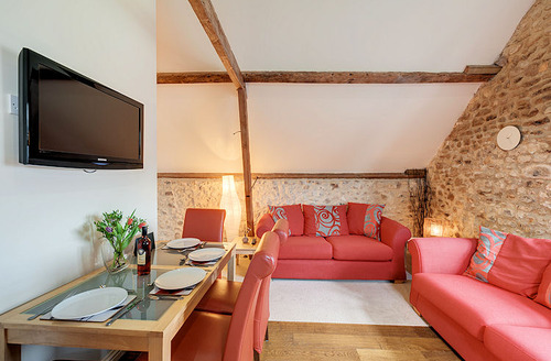 Snaptrip - Last minute cottages - Lovely Axminster Hayloft S1521 - Living area