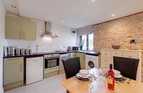 Snaptrip - Last minute cottages - Splendid Axminster Room S1523 - Kitchen