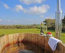 Snaptrip - Last minute cottages - Inviting Cornwall Cottage S82555 -