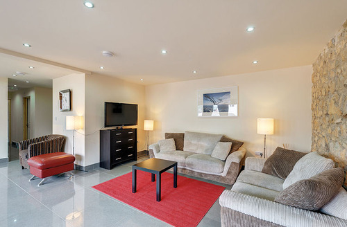 Snaptrip - Last minute cottages - Spacious Axminster House S1525 - Living area