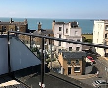 Snaptrip - Last minute cottages - Inviting Margate Apartment S82726 -