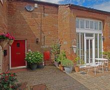 Snaptrip - Last minute cottages - Tasteful Warwick Cottage S82899 - THE HAYLOFT, Warwick on Eden