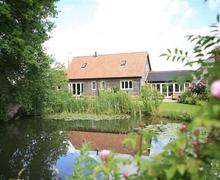 Snaptrip - Last minute cottages - Exquisite Bramfield Lodge S83127 - BRI3_IMG_10