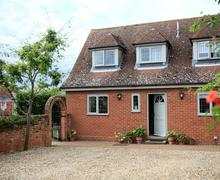 Snaptrip - Last minute cottages - Stunning Kersey Lodge S83187 - lod_img_01