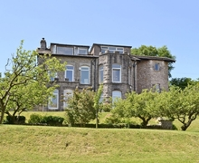Snaptrip - Last minute cottages - Beautiful Grange Over Sands Apartment S18497 -