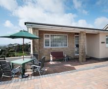 Snaptrip - Last minute cottages - Beautiful Preston Apartment S83318 -