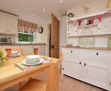Snaptrip - Last minute cottages - Captivating Buxton Apartment S83689 -