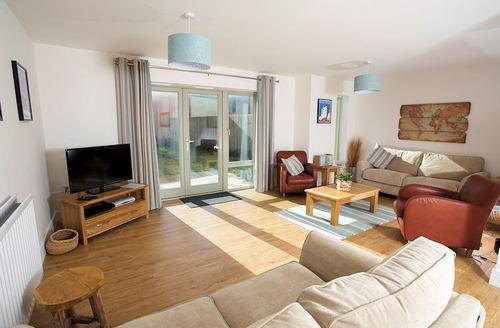 Snaptrip - Last minute cottages - Exquisite Portland Rental S1539 - Living area