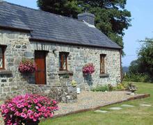 Snaptrip - Last minute cottages - Gorgeous Fishguard Cottage S71729 - 2140-0-Exterior (1)