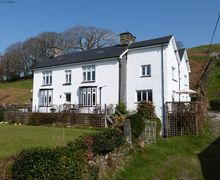 Snaptrip - Last minute cottages - Superb Derwenlas Cottage S70436 - Beautiful accommodation with hot tub, woodburner and amazing views