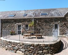Snaptrip - Last minute cottages - Tasteful Bottwnog Cottage S58032 - Llyn Peninsula 5 star family farm holidays in North Wales