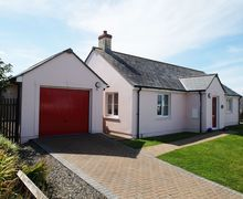 Snaptrip - Last minute cottages - Adorable Broad Haven Cottage S57901 - Hafan Aber Llydan's luxury, modern Broad Haven accommodation