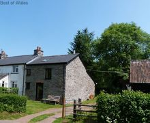 Snaptrip - Holiday cottages - Captivating Pentre Bâch Cottage S57791 - Holiday Cottage Brecon Beacons - Cottage on the right