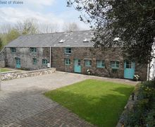 Snaptrip - Last minute cottages - Lovely Cwm Twrch Unchaf Cottage S57828 - 5 star holiday cottage, South Wales near Brecon Beacons & Gower