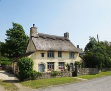Snaptrip - Last minute cottages - Delightful West Aberthaw Cottage S57847 - Idyllic Thatched Cottage in  the Vale of Glamorgan near Cardiff