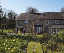 Snaptrip - Last minute cottages - Gorgeous Cwm Llinau Cottage S58023 - Country cottage for couples with a beautiful garden in Mid Wales