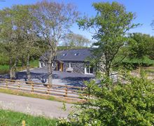 Snaptrip - Last minute cottages - Stunning Pengroeslon Cottage S57937 - Stylish, homely, spacious and detached - full of beautiful features