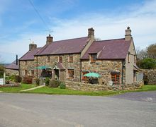 Snaptrip - Last minute cottages - Excellent Rhiw Cottage S59429 - Llyn Peninsula holiday cottage - peaceful setting down a quiet country lane