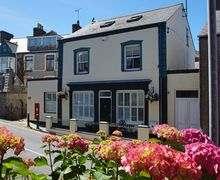 Snaptrip - Last minute cottages - Excellent Nefyn Cottage S60145 - Beautiful Nefyn Accommodation in the heart of the village