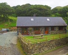 Snaptrip - Last minute cottages - Inviting Tywyn Cottage S60460 - Detached accommodation in Snowdonia countryside with a hot tub on the patio