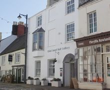Snaptrip - Last minute cottages - Stunning Beaumaris Cottage S58026 - Beaumaris self-catering house in the centre of town
