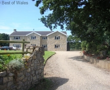 Snaptrip - Last minute cottages - Lovely St. Nicholas Apartment S57888 - One of two luxury Cardiff holiday apartments on 20 acres of grounds