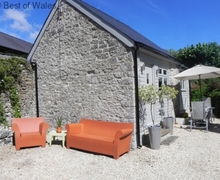 Snaptrip - Last minute cottages - Cosy West Aberthaw Cottage S57926 - Vale of Glamorgan cottage ,  near Cardiff