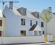 Snaptrip - Last minute cottages - Tasteful Burry Port Cottage S70944 - Self Catering West Wales - Only yards from beach