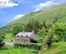 Snaptrip - Holiday cottages - Exquisite Aber Cywarch Cottage S57988 - Troed yr Aran luxury self catering cottage, Snowdonia
