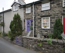 Snaptrip - Last minute cottages - Wonderful Dolgellau Cottage S57869 - Down a quite lane, your holiday accommodation Dolgellau town centre is only a minute's walk away