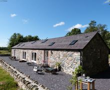 Snaptrip - Last minute cottages - Beautiful Llanddeiniolen Cottage S57804 - The nearest half of this building is your self catering North Wales cottage