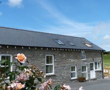 Snaptrip - Last minute cottages - Inviting  Cottage S57817 - Brynheulwen Holiday Cottage on a Farm  - Aberystwyth