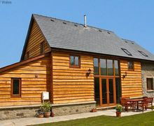 Snaptrip - Last minute cottages - Excellent Llanddewir Cwm Cottage S57945 - Builth Wells accommodation - Large Holiday Cottage