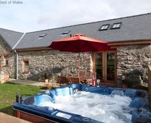 Snaptrip - Last minute cottages - Charming Bala Cottage S57966 - Beautiful and cosy Bala self catering cottage with hot tub facilities