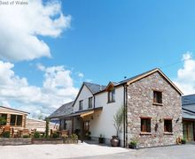 Snaptrip - Last minute cottages - Splendid Cray Cottage S58036 - 5 star luxury Lodge with swim spa - Brecon Beacons Holiday