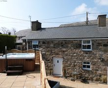 Snaptrip - Last minute cottages - Adorable Llanbedrog Cottage S57934 - 5 Star Llanbedrog Accommodation - Cottage with a Private Hot Tub