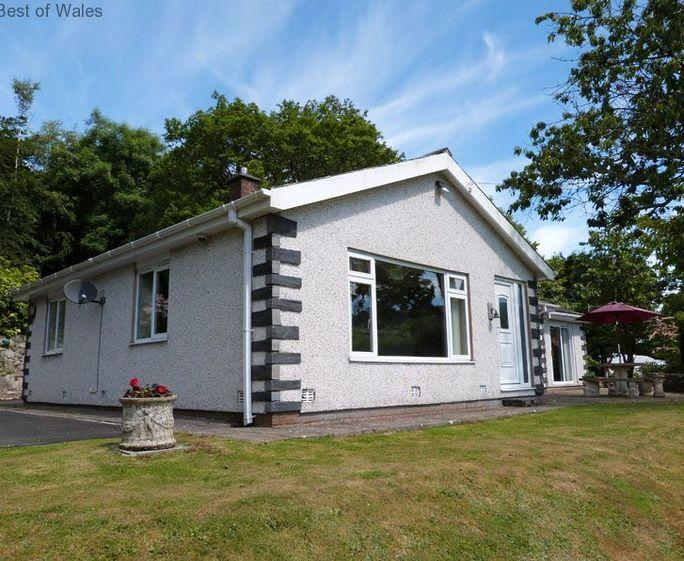Quaint llanelltyd cottage s57891 gerddi 39 r coed dolgellau for Country cottage kennel