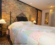 Snaptrip - Last minute cottages - Captivating Hooe Cottage S60748 - Smugglers Keep - romantic bedroom