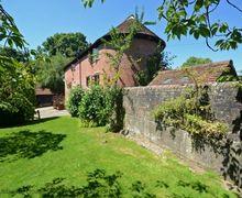 Snaptrip - Last minute cottages - Adorable Wealden Cottage S60704 - Mallingdown Oast - Piltdown, Uckfield, East Sussex