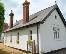 Snaptrip - Last minute cottages - Superb Wisborough Green Cottage S60784 - The Reading Rooms - Wisborough Green, West Sussex