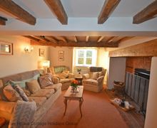 Snaptrip - Last minute cottages - Beautiful Alciston Cottage S70464 - Hunters Cottage - Alciston. The warm and welcoming lounge