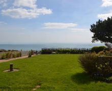 Snaptrip - Last minute cottages - Attractive Fairlight Cottage S75156 - Cormorants - view to the front of the holiday cottage