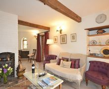 Snaptrip - Last minute cottages - Tasteful Chichester Cottage S80981 - Lounge - Truffle Cottage