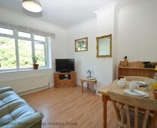 Snaptrip - Last minute cottages - Cosy Hastings Apartment S81421 - Bright, sunny apartment for two - Hastings Old Town